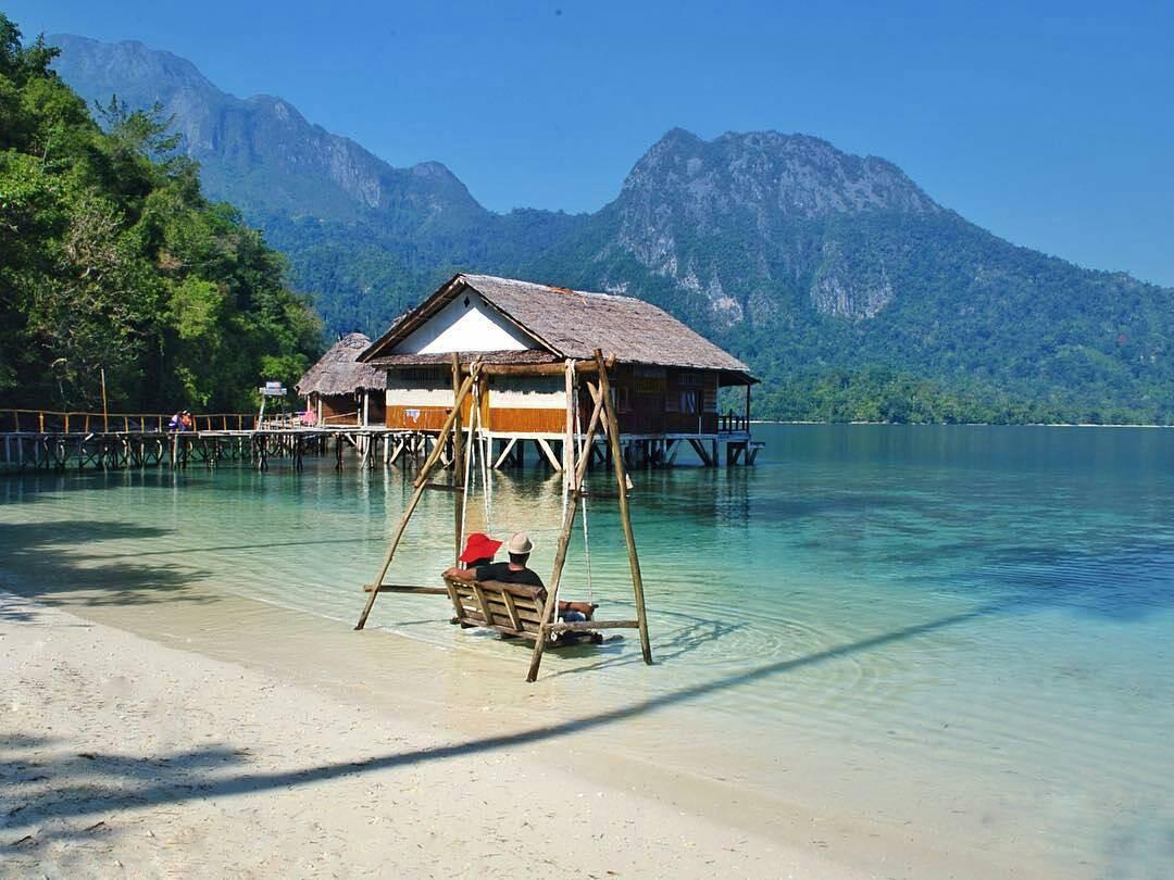 Keindahan Pantai Ora, Maluku
