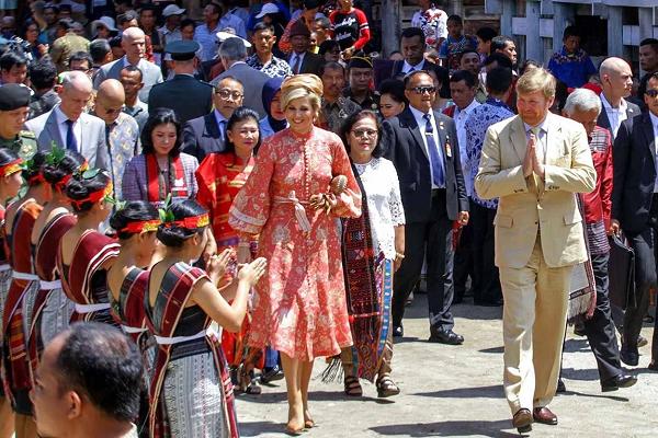 Raja Belanda disambut tarian tor-tor