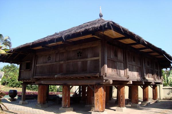 Rumah adat-Lampung
