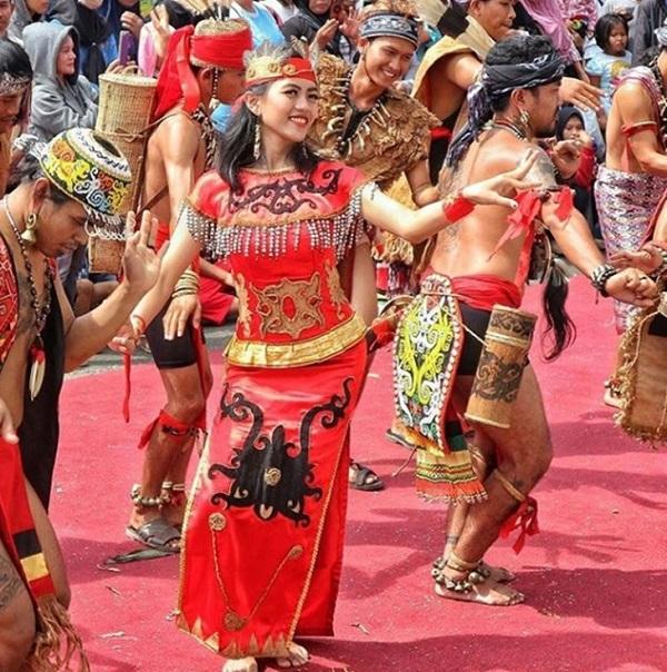 Baju adat Kalimantan Barat, Kalimantan Barat, Pariwisata Indonesia