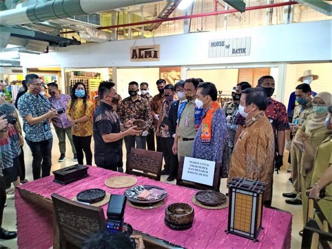 Gubernur DKI Jakarta dan Menteri Perdagangan,