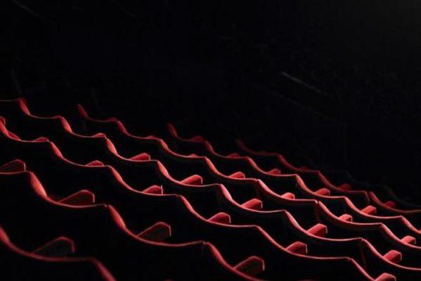 Bioskop Belum Buka? Baca Beritanya!