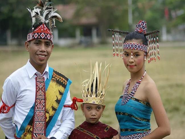 Pakaian Adat Suku Helong, NTT