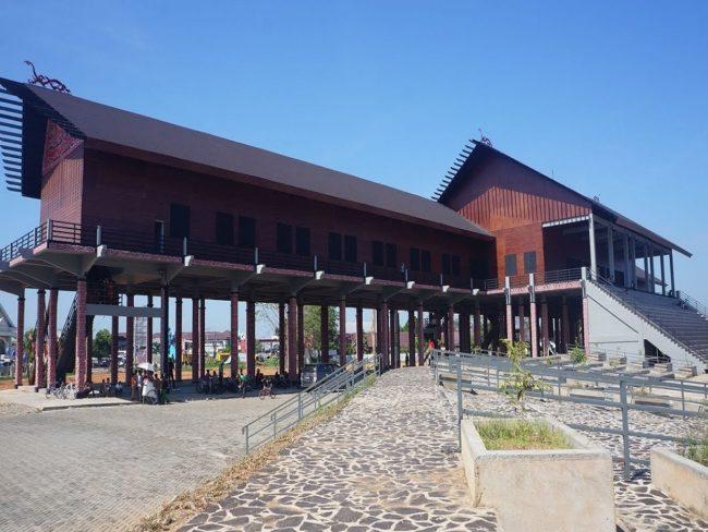 Rumah Adat Betang Kalimantan Tengah Pariwisata Indonesia