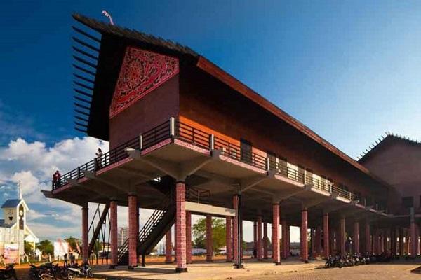 Rumah Adat Panjang Kalimantan Barat Pariwisata Indonesia