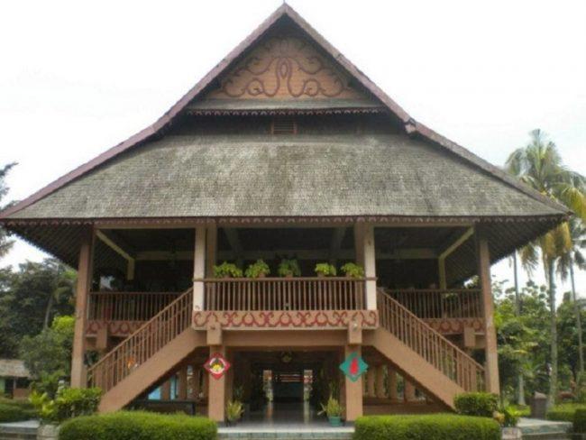 Rumah Adat Pewaris