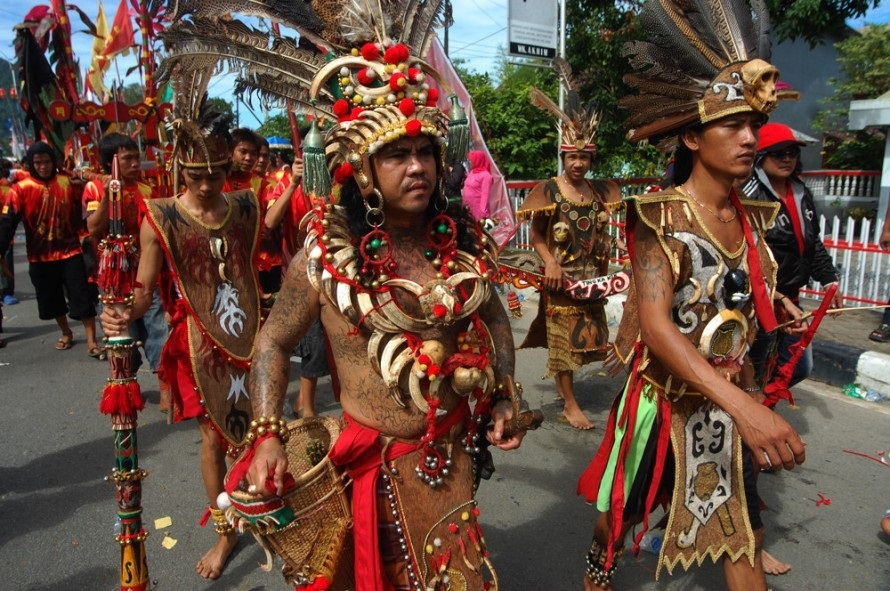 Pakaian Adat di Kalimantan Barat