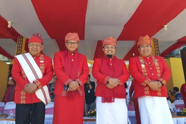 Pakaian Adat Laki-laki Toraja