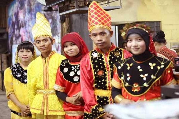 Pakaian Adat Suku Kaili,Sulawesi Tengah
