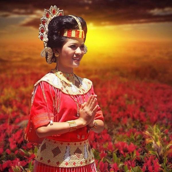 Pakaian adat Wanita Toraja
