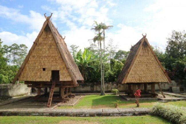 Rumah Adat Sulawesi Tengah Sumber Foto .99.co