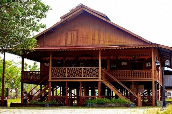 Rumah Souraja, Pariwisata Indonesia