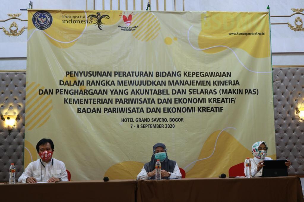 Pariwisataindonesia, berita kemanparekraf, artikel kemanparekraf, media pariwisata indonesia, media pvk, kemanparekraf beri apresiasi untuk insan dan pejuang pariiwsata, asn kemanparekaraf dapat bonus bekerja bagus, umi kalsumj